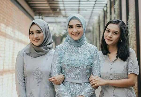 Trend Terbaru Kebaya Hijab Wisuda Yang Cantik Mempesona