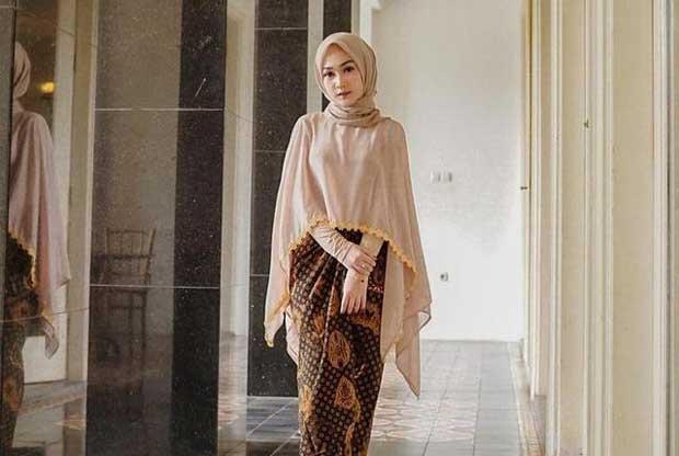 Warna Kebaya Hijab Untuk Wisuda